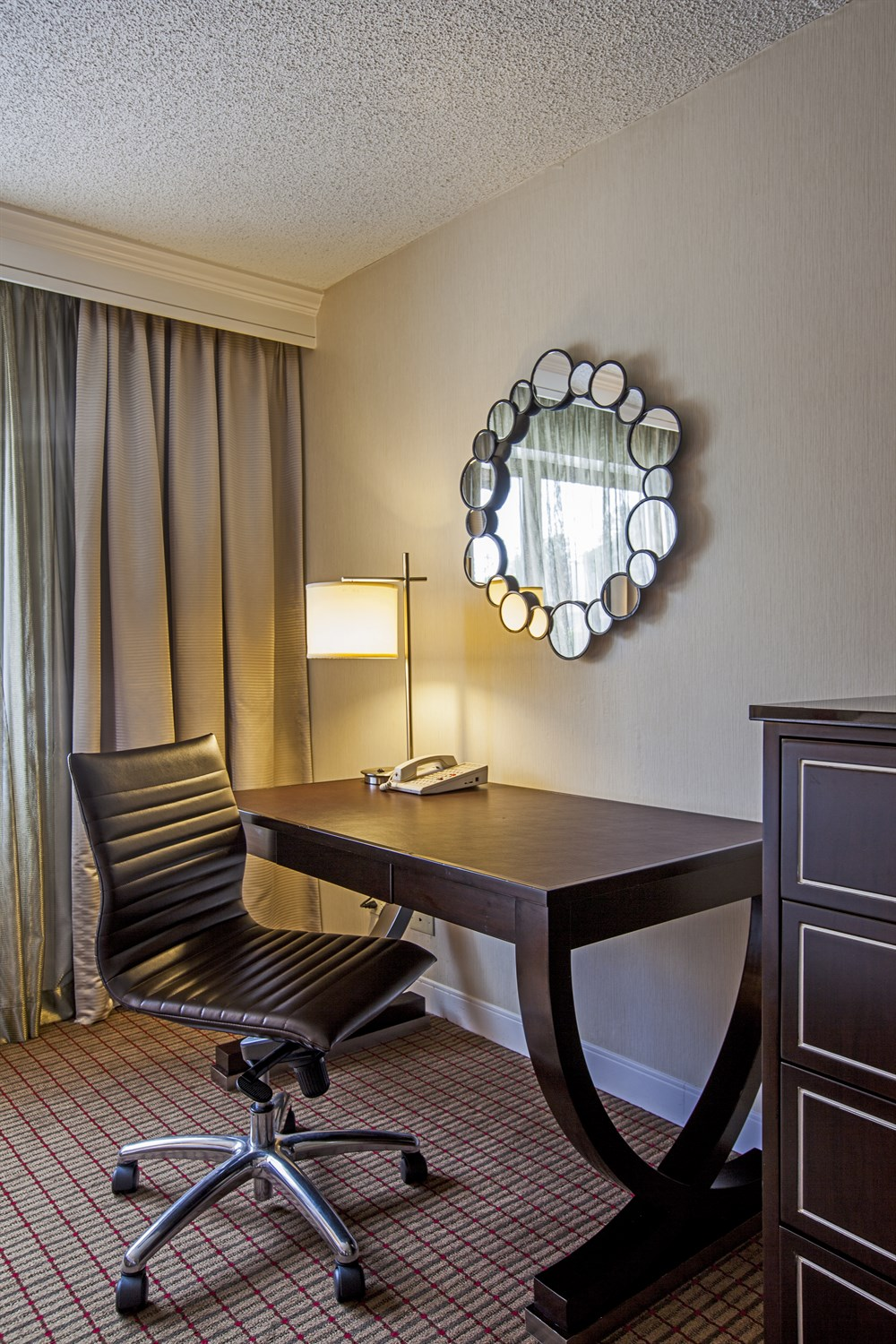 Work space in Laguardia airport hotel