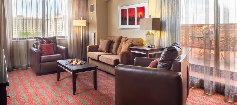 Laguardia Plaza Hotel Reviews